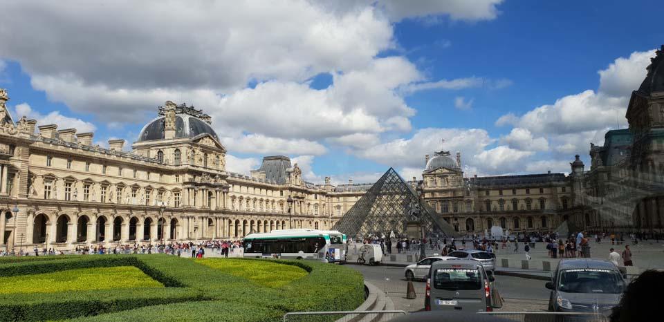 Photograph Louvre Museum & Pyramid!